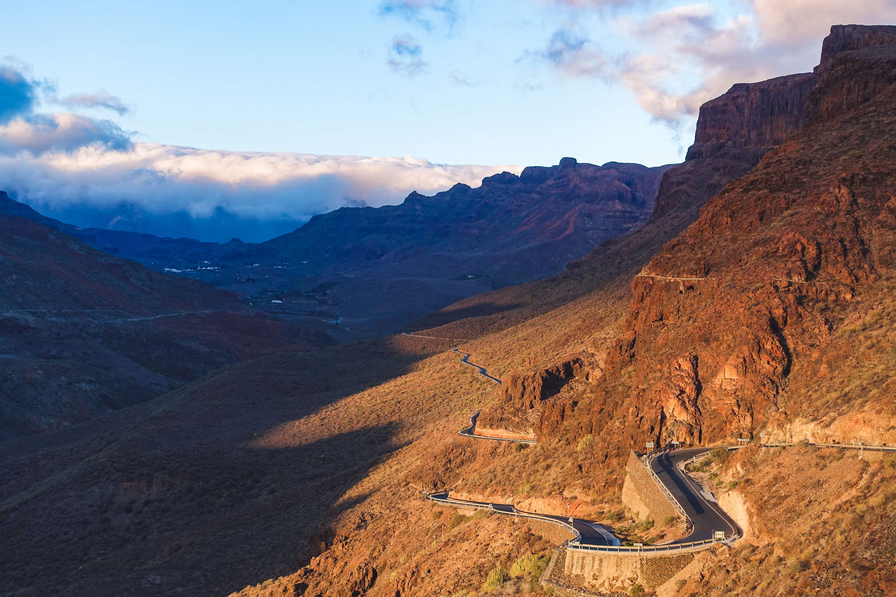 Gran Canaria - sunset on the road
