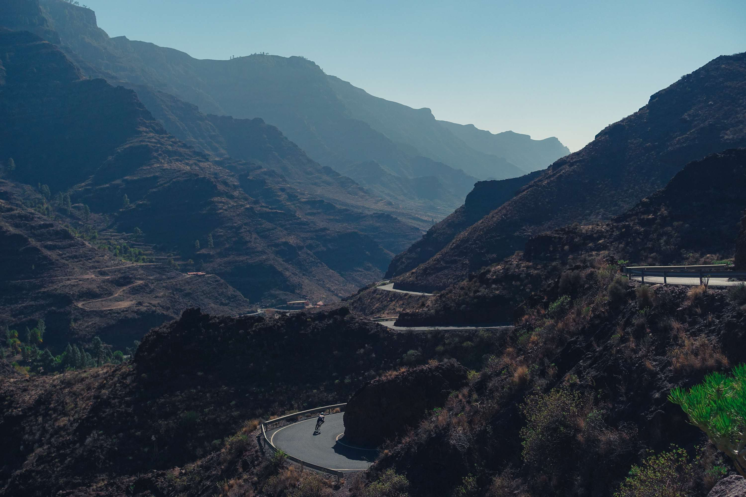 descent to Fataga. Cyclist on the hairpin
