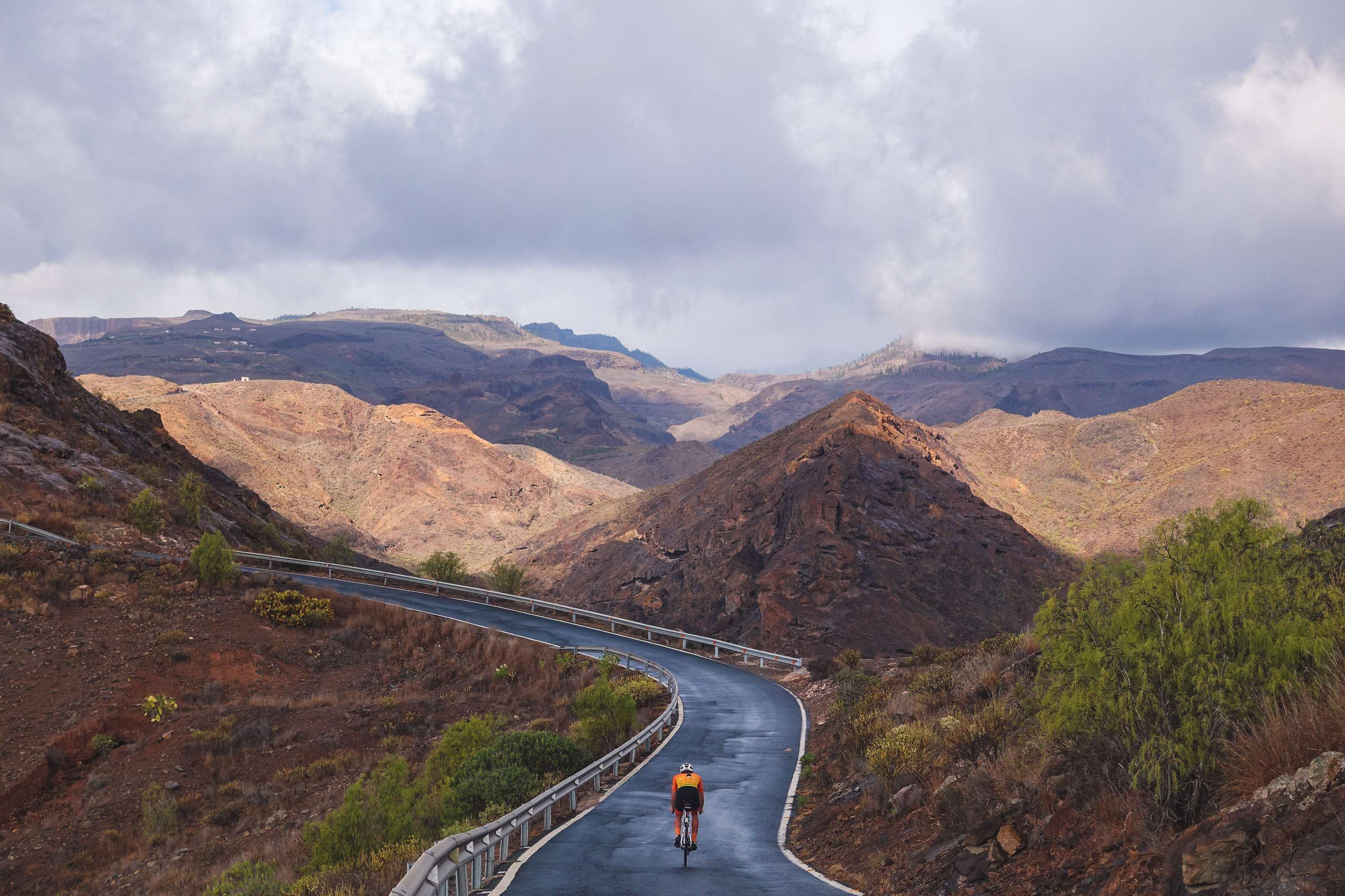 Road Gc-604 in Gran Canaria, cyclist going to dead end