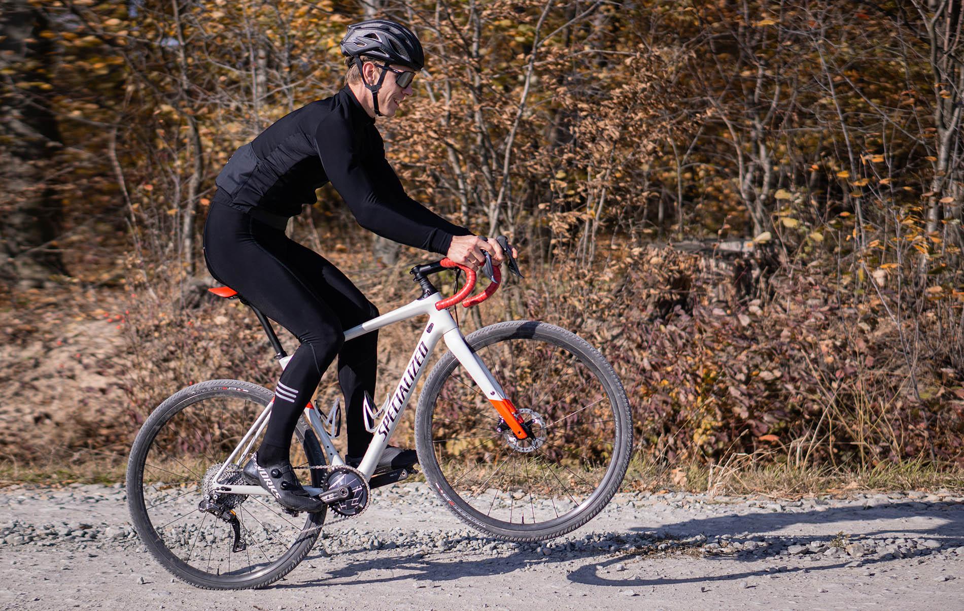 samotna jazda i trening rowerem w czasie pandemii koronawirusa